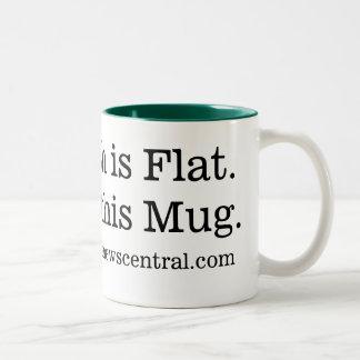 La terre est plate.  Juste comme cette tasse