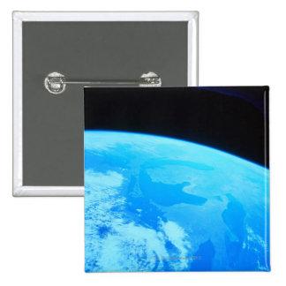 La terre vue d'un satellite 2 pin's