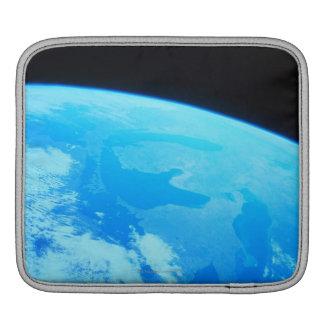 La terre vue d'un satellite 2 poches pour iPad