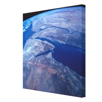 La terre vue d'un satellite 2 toiles