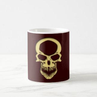 La tête de mort crâne avec le trou skull with pren mug blanc
