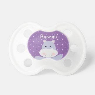 La tétine d'hippopotame du bébé pourpre de