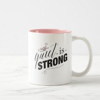 La tranquillité est forte avec la tasse nommée