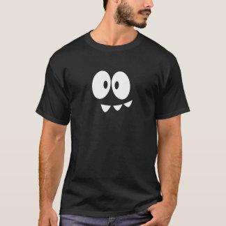 La transitoire observe le T-shirt - mentor