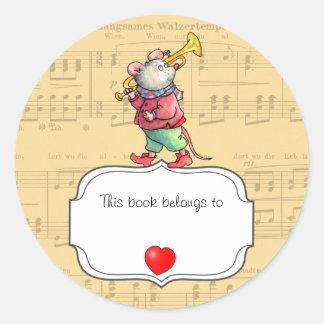 La trompette de souris ce livre appartient à sticker rond