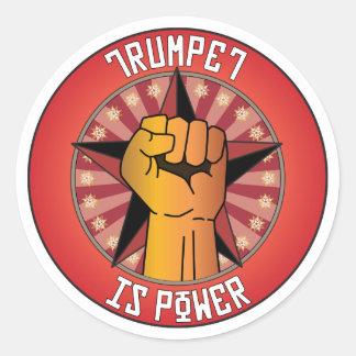 La trompette est puissance sticker rond