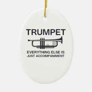 La trompette… tout autrement est juste un ornement ovale en céramique