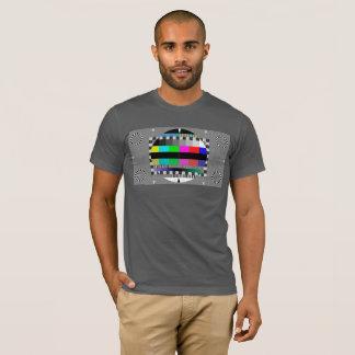 La TV examinent l'écran T-shirt