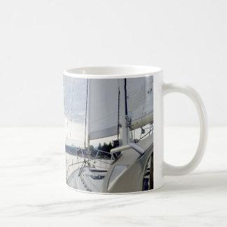 La vie à six noeuds de bateau de tasse de café