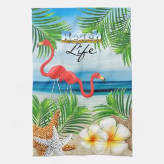 La vie de plage avec les flamants roses serviettes pour les mains