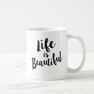 La vie est belle tasse de citation de calligraphie