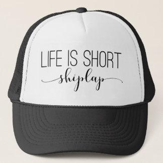 La vie est courte.  shiplap. casquette