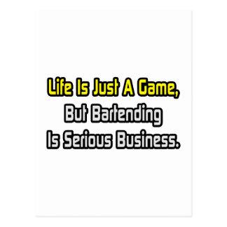 La vie est juste un jeu. Tenir le bar est sérieux Carte Postale