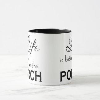 La vie est meilleure sur la tasse de porche
