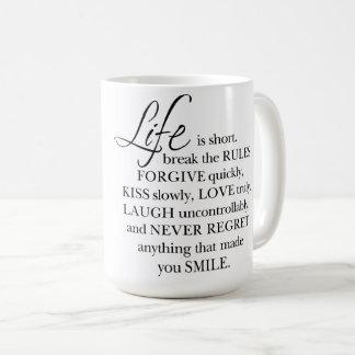 La vie est short, cassent la tasse de citation de