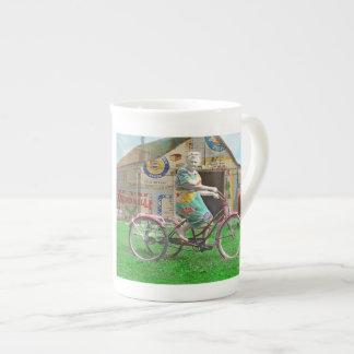La vie est un beau tour mug