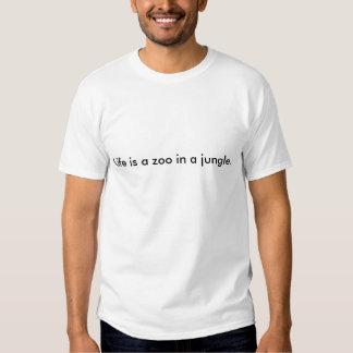 La vie est un zoo dans une jungle t-shirt