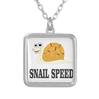 la vitesse d'escargot jeûnent pendentif carré