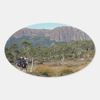 La voie sur terre de la Tasmanie Sticker Ovale