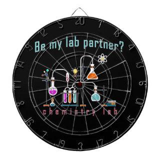 Laboratoire de chimie jeu de fléchettes