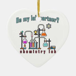 Laboratoire de chimie ornement cœur en céramique