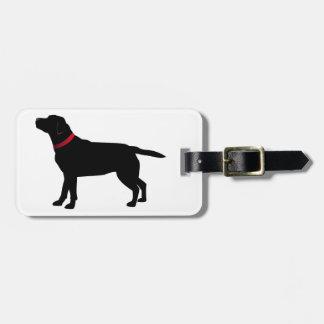 Labrador noir avec le collier rouge étiquette à bagage