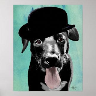 Labrador noir dans le casquette de lanceur poster