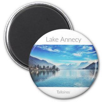 Lac aimant rond d'Annecy, la Haute-Savoie