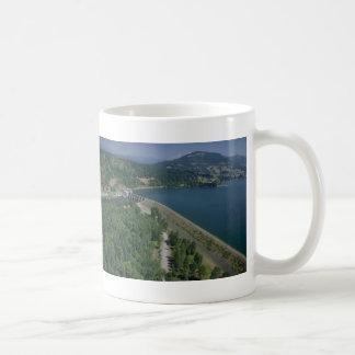 Lac et barrage dexter mug