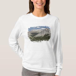 Lac mountain dans une vallée avec le ciel bleu t-shirt