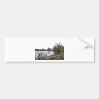 Lac watercolor avec des arbres et des brindilles autocollant de voiture
