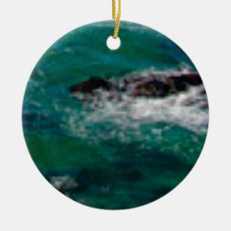 lagune avec des roches ornement rond en céramique