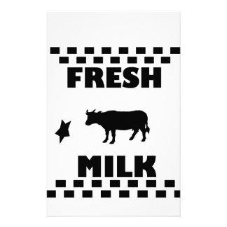 Lait de vache frais à laiterie papier à lettre customisable