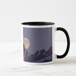 L'Alaska, hausses de pleine lune de montagnes de Mug