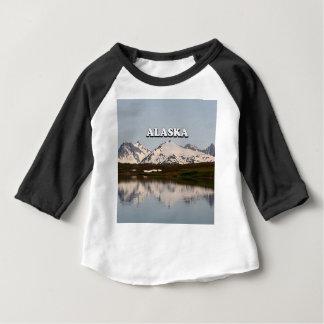 L'Alaska : Réflexions de lac des montagnes T-shirt Pour Bébé