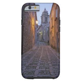 L'allée pavée en cailloutis de la vieille ville coque iPhone 6 tough