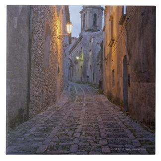 L'allée pavée en cailloutis de la vieille ville s' carreau
