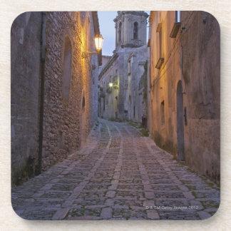 L'allée pavée en cailloutis de la vieille ville s' sous-bock