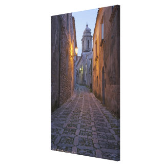 L'allée pavée en cailloutis de la vieille ville s' impression sur toile