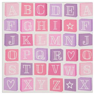 L'alphabet bloque le tissu rose des enfants