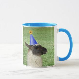 Lama drôle dans la tasse de casquette de partie