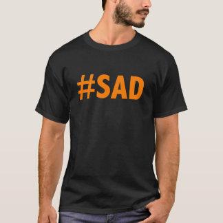 L'AMÉRIQUE TRISTE (jet de mandarine bronzage) T-shirt