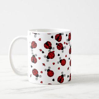 L'amour branche les coccinelles rouges mug blanc