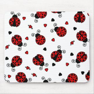 L'amour branche les coccinelles rouges tapis de souris