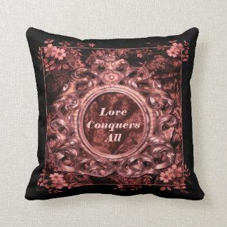 L'amour conquiert tous carreau rose de brocard coussin