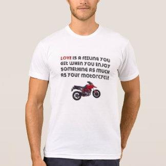 L'amour est comme votre T-shirt de moto