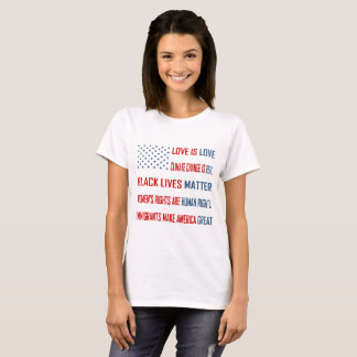 L'amour est le T-shirt de base des femmes d'amour