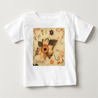 L'amour est le T-shirt de réponse