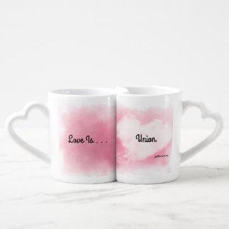 L'amour est les tasses nichées par union