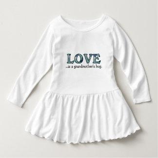 L'amour est l'étreinte d'une grand-mère robe manches longues